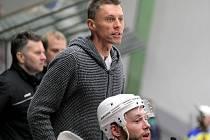 Trenér havlíčkobrodských hokejistů Aleš Totter (na snímku) má radost, že kádr zůstal pohromadě.
