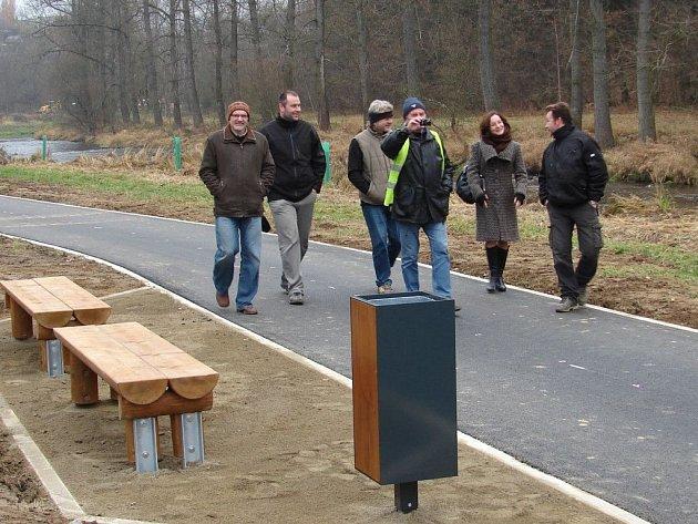 V pátek 16. listopadu byla veřejnosti předána do užívání I. část nové cyklostezky ze Světlé nad Sázavou do Smrčné.