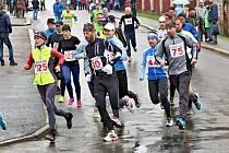 Více než stovka atletů si to rozdala s počasím a chotěbořskými okruhy.