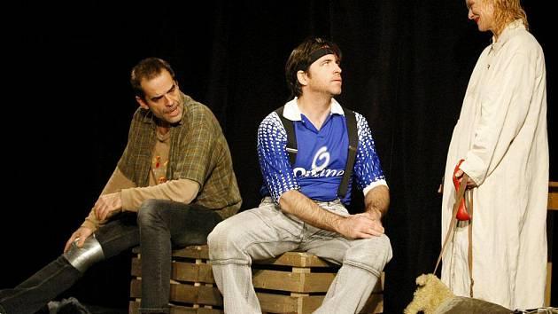 V nastudování divadla Ungelt představí v úterý večer herci v Čechovce hru Láskou posedlí. V hlavních rolích se představí Vilma Cibulková (na snímku vpravo) a Miroslav Etzler (na snímku vlevo).