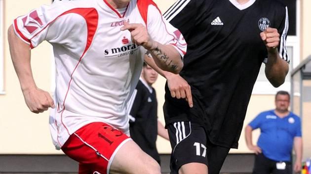 Jasnou výhru si připsali fotbalisté brodského Slovanu (na snímku v černém Ondřej Štědrý), kteří doma v krajském derby porazili přesvědčivě Starou Říši 4:1.