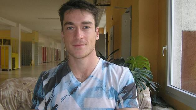 Budoucí hasič nebo učitel Dan Bukáček se v době pandemie stará o malé děti.