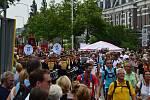 Na dálkovém pochodu kolem Nijmegenu....Mezi davy účastníků z různých zemí absolvovali Přibyslavští každý den 40 kilometrů po holandských asfaltových cestách.