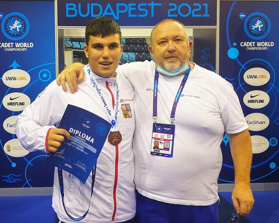 Artur Sarkisjan a trenér Zdeněk Švec.