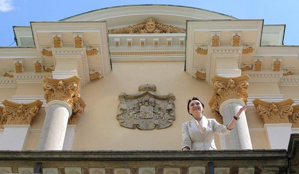 Na fasádu zámku ve Světlé nad Sázavou se vrátila jeho dominanta. Ve středu byla slavnostně odhalena replika erbu rodu Salm-Reifferscheidtů, která zdobí průčelí západního empírového křídla. Mimo jiné byla také dokončena rekonstrukce této fasády.