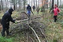 Mokřad v Chotěboři čistila dvacítka dobrovolníků.