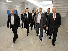 Karel Schwarzenberg si v Tbilisi prohlédl odvedenou práci inženýrů, techniků a dělníků z Havlíčkova Brodu.