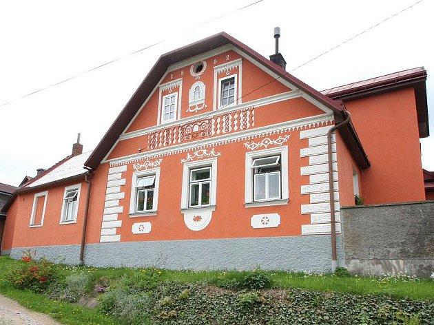 V České Jablonné, která je dnes místní části Přibyslavi, se narodila spisovatelka Františka Vlčková. Na Slovensku se provdala za zbrojního inženýra Jana Koláře, později vrchního zbrojmistra perského Kučuk Chána.