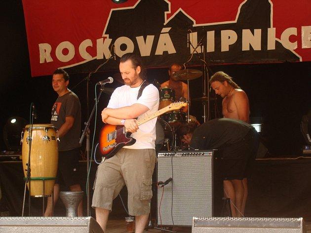Martin Hašek také hraje a vystupuje s kapelou Pátrači z Humpolce.