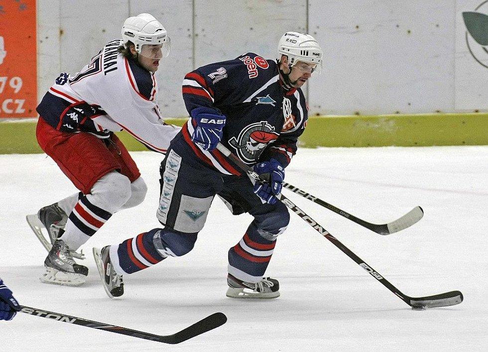 Z hokejového utkání Havl. Brod - Chomutov.