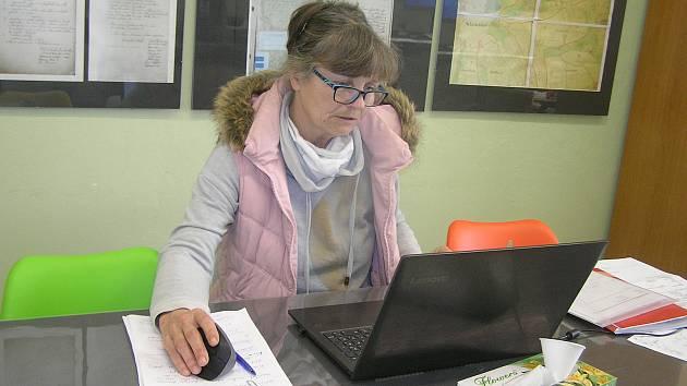 Starostka Okrouhličky Štěpánka Trbušková.