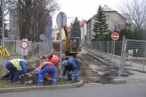 Ve Strážné ulici se intenzivně pracuje, ale opravy skončí až v létě 2020.