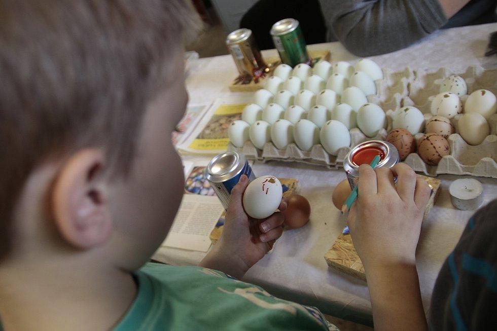 Velikonoční výtvarná dílnička ve Vísce v předchozích letech. Letos se kvůli koronaviru nekonala.