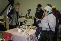 Ve Starém špitálu v Přibyslavi si mohli návštěvníci koupit v předstihu i hezké vánoční dárky