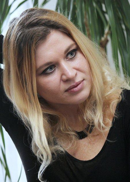 Mladá žena z východních Čech neúnavně hájí zájmy své rodiny.