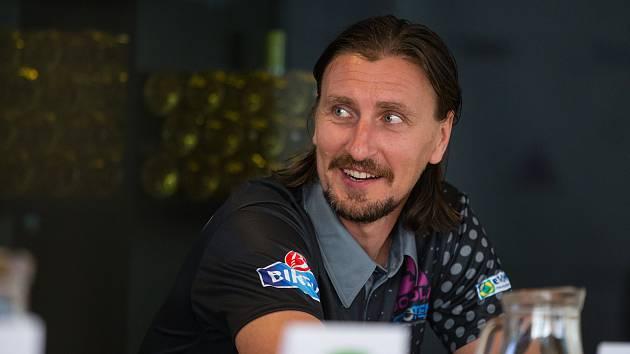 Dmitrij Prokopcov, který letos přestoupil do HB Ostrov, žije v Česku od svých osmnácti let.