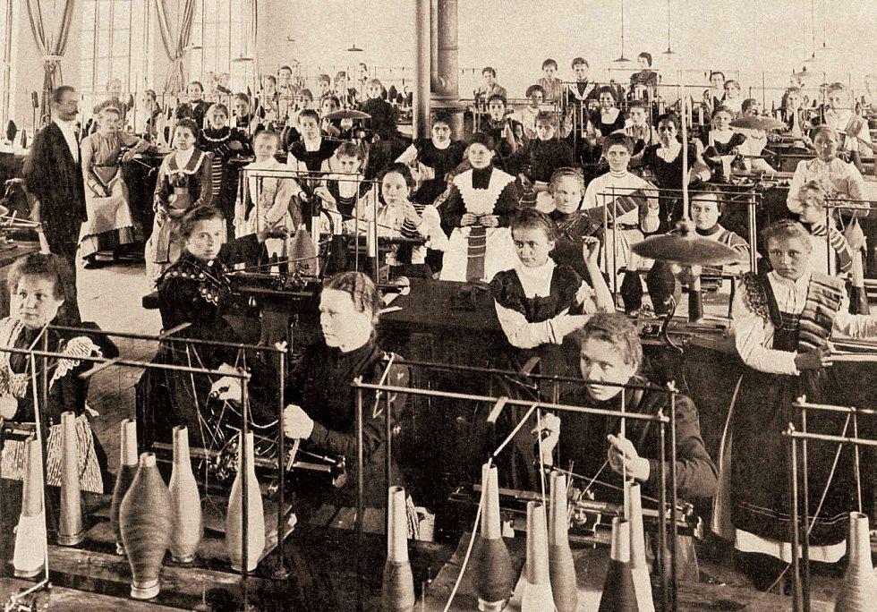 Ženy u pletacích strojů.