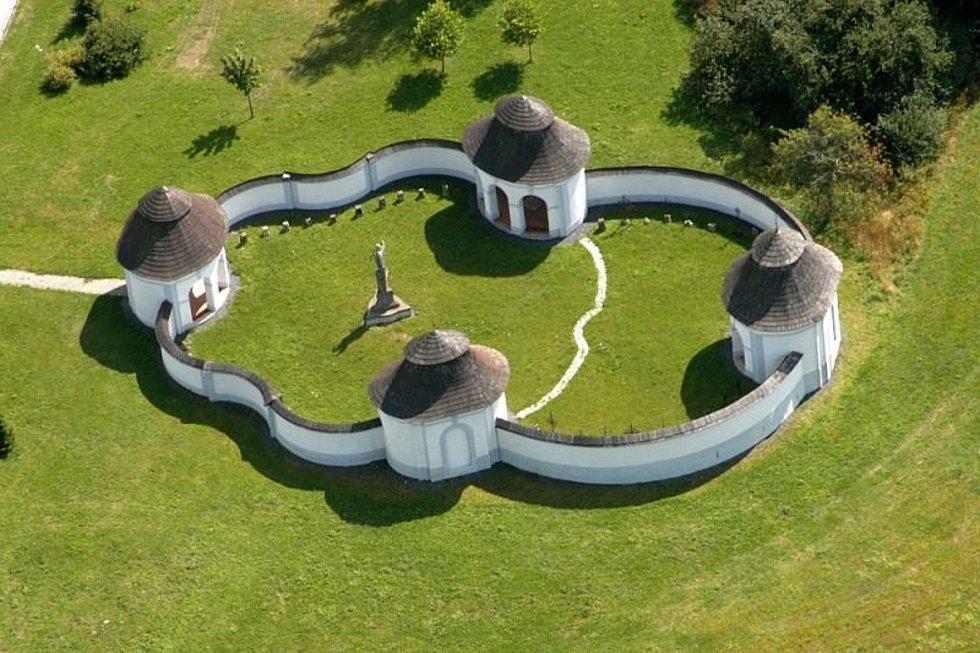 Pohled na tajemný Dolní hřbitov ve Žďáře.