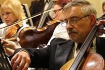 Violoncellista Miloš Přeček.