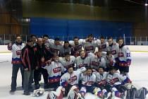 Radost si po vyhraném play-off zápase nad Laškrounem užívali chotěbořští dorostenci, kteří skončili v krajské hokejové lize na třetím místě.