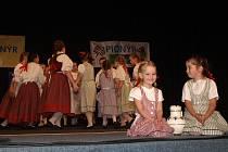 Děti z havlíčkobrodského souboru Kalamajka se folklorní soutěže Sedmikvítek účastnily již po deváté.
