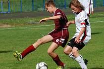 Aktivní presink vedl k úspěchu fotbalových starších žáků, kteří dokázali porazit Slovácko na jejich hřišti jasně 5:2. Vyrovnaný zápas sehrála se stejným soupeřem i brodská U13.