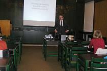 S francouzskou prózou seznámil knihovníky i čtenáře ředitel gymnázia Hynek Bouchal.