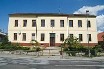VELKÁ INVESTICE. Rekonstrukce základní školy v Dolním Městě je spojená s přístavbou nové tělocvičny.