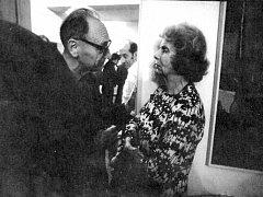 Gertruda Sekaninová Čakrtová s Jiřím Hájkem, politikem a diplomatem, jenž se stal jedním z prvních mluvčích Charty 77.