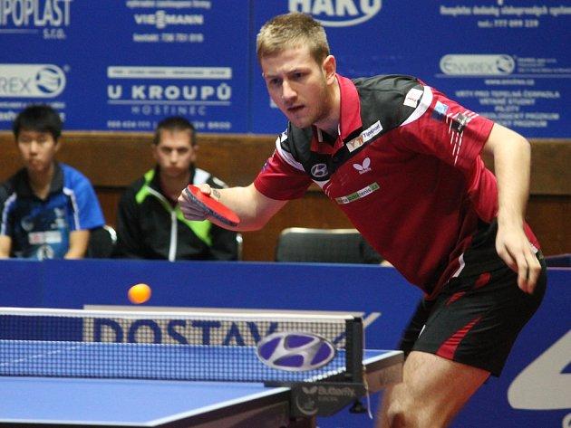 Dva body. Ty získal pro brodské barvy v zápase s Hustopečemi oblíbenec dívčího publika Pavel Širůček (na snímku), který v pěti setech porazil Martina Kláska a Bai He.