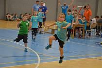 Parádní zápasy sehrál nejmladší potěr házené. Na posledním turnaji v tomto roce se do Havlíčkova Brodu sjelo více než sto padesát mladých házenkářů, kteří bavili diváky.