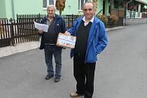 I přenosná urna se dostala v průběhu voleb ke slovu, jak dokazuje snímek pořízený v Jitkově.