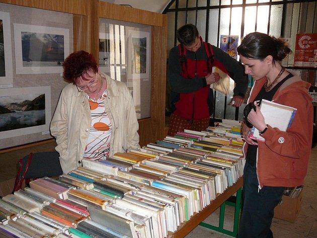 Prodejem knih vyřazených z fondu si mimo jiné připomněla Krajská knihovna Vysočiny v Havlíčkově Brodě Světový den knihy a autorských práv.