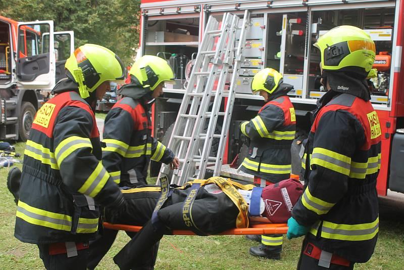 Divákům ukázali svoji práci i hasiči.