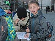 Šifrovací hra Projdem Brodem má verzi i pro děti. Ilustrační foto.