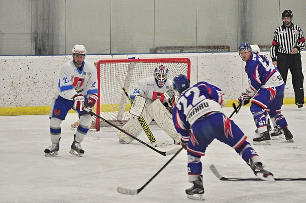 Tři minuty.  Ty dělily světelské hokejisty od bodového zisku proti Chrudimi, která se prosadila Kiššem a z Pěšinek si odvezla výhru 4:3.