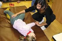 Výukou první pomoci projdou ve školách i na Brodsku každý rok stovky žáků.