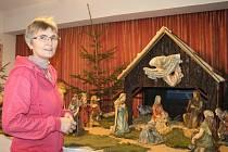 Katechetka Alena Sienská spolu s farářem Rudolfem Zahálkou na faře v České Bělé už deset let pořádají výstavu betlémů.