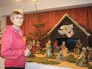 Katechetka Alena Sienská spolu s farářem Františkem Zahálkou na faře v České Bělé už deset let pořádají výstavu betlémů.