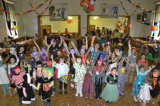 Dětský karneval a tradiční posezení k nadcházejícímu Mezinárodnímu dni žen v Rozsochatci.