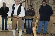 Každé Vánoce i Velikonoce seznamuje Jindřich Holub návštěvníky Michalova statku, jak lidé žili v době roboty. Péče o skanzen a práce pro obec jsou jeho životním posláním.