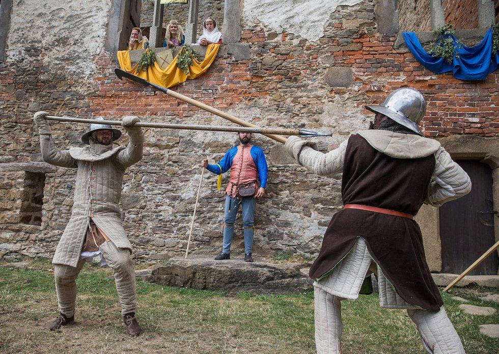 Středověký turnaj na hradu Lipnice.