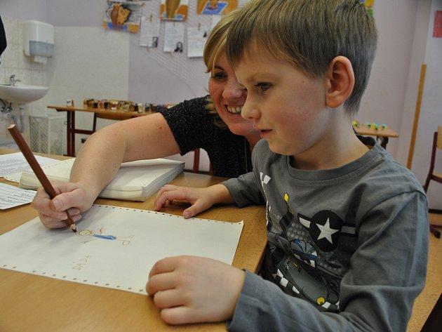 U zápisu. Mezi dětmi, které včera přišly do ždírecké školy k zápisu, byl i šestiletý Daniel Korynta.
