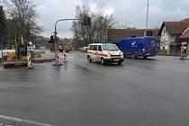 Řidiči musejí na křižovatce Masarykova - Svatovojtěšská - Ledečská počítat s dopravním omezením.