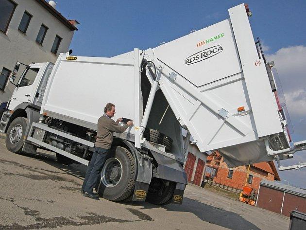 Vůz pro svoz komunálního odpadu značky Mercedes Benz Axor uvedli do provozu světelské Technické a bytové služby.