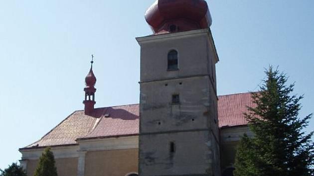 NOVÝ KROV. Oprava střechy kostela ve Šlapanově přijde na 30 milionů.