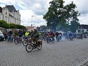 Start účastníků 11. ročníku Propagační jízdy Vysočinou do první etapy.