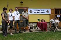 """Titul """"Nejlepší ekologický zemědělec roku 2011"""" a Bartákův hrnec byl předán rodině Dvorských zOlešenky u Přibyslavi."""