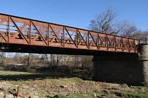 Nejen v Habrech, ale i v Okrouhlici mají most, který neprošel rekonstrukcí už několik let. V současnosti je v ubohém stavu a opravu potřebuje jako sůl.