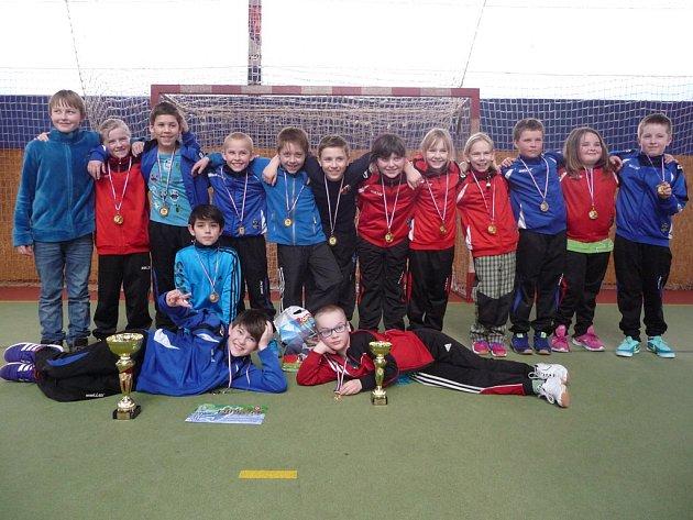 Vítěžství si z turnaje ve Velké Bystřici přivezli mladší minižáci brodské Jiskry (na snímku).